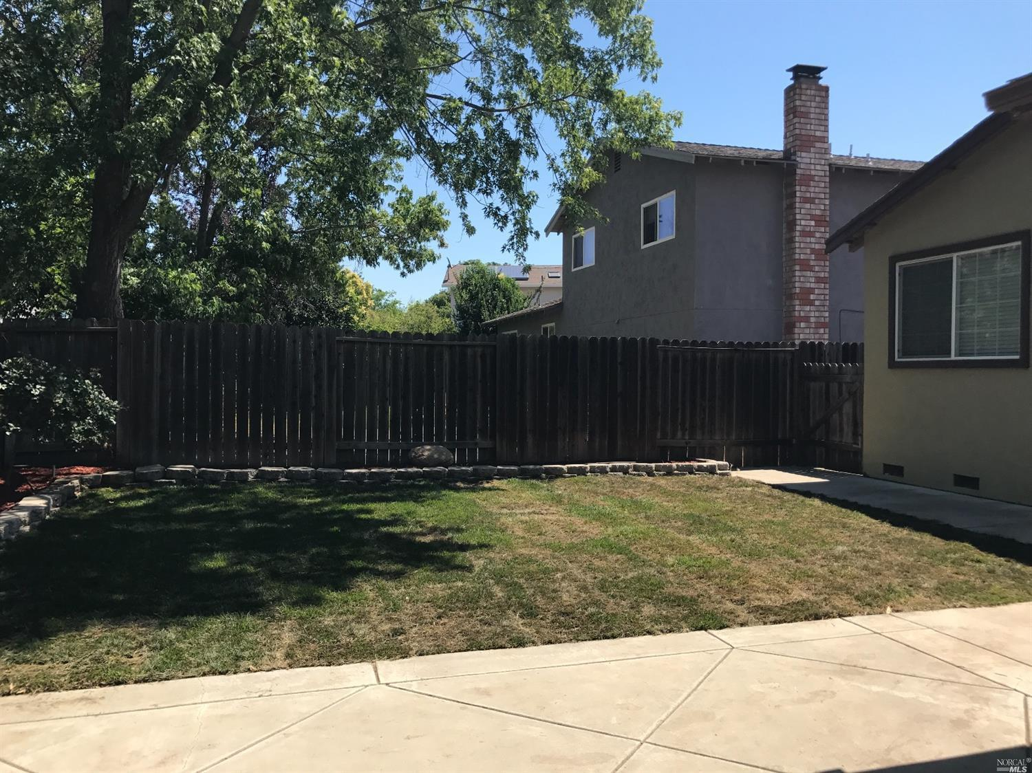 137 Bel Air drive Vacaville, CA 95687 - MLS #: 21714074